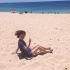 アン、ハワイのビーチにて